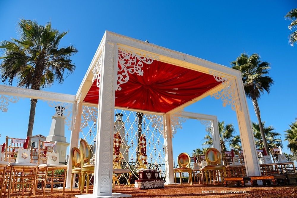 Beautiful Mandap designed by Smita Mahindra and the fantastic team at Ethnic Essence